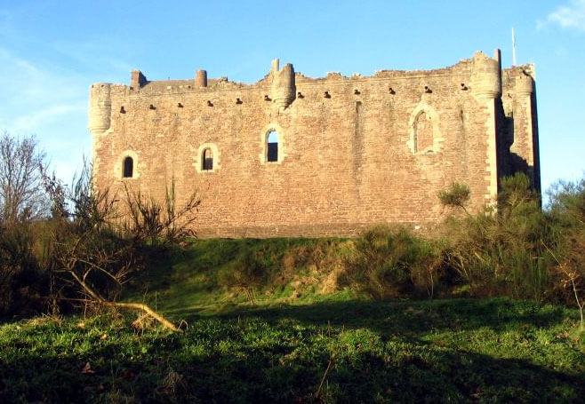 Doune Castle (Castle Leoch) in Scotland. 5 places to visit if you love outlander.