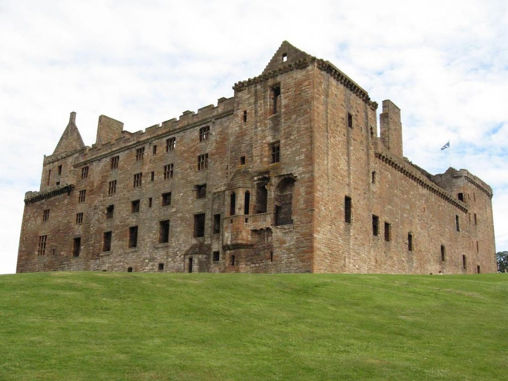 Linlithgow Palace (Wentworth Prison) - 5 places to visit in Scotland if you love outlander