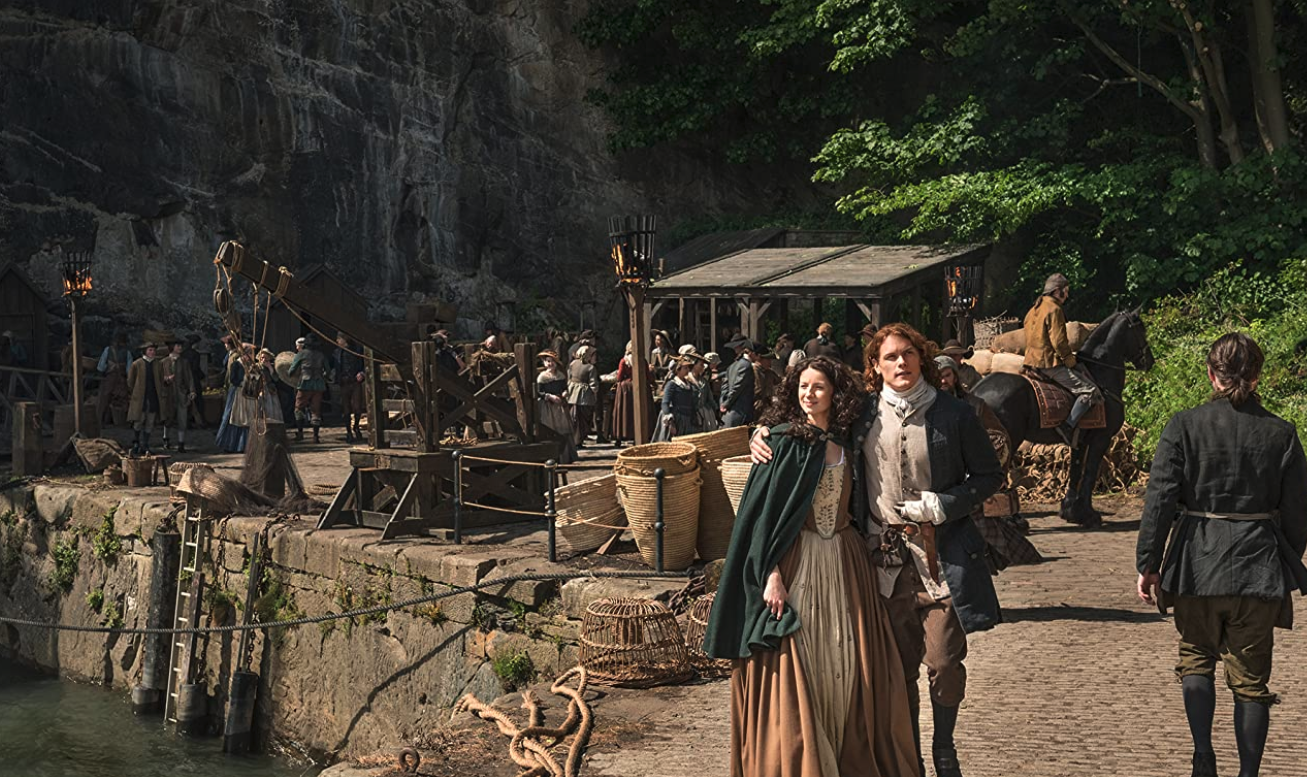 Claire and Jamie from Outlander walking in Fife | Inspiring Travel Scotland